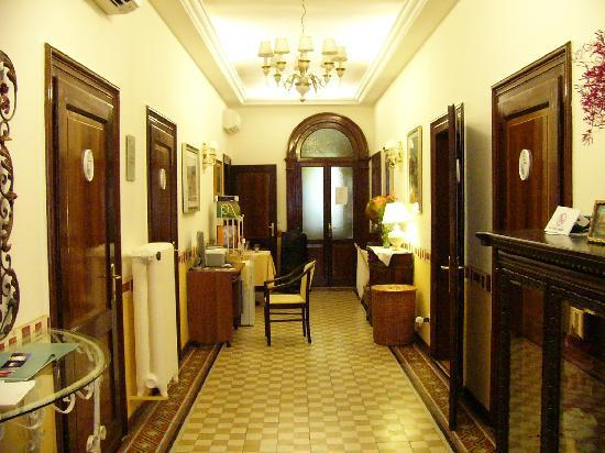 B&B Casa delle Rose: The hallway inside