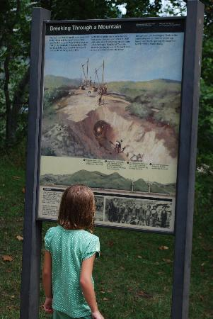 C&O Canal - Paw Paw Tunnel : Learning about History