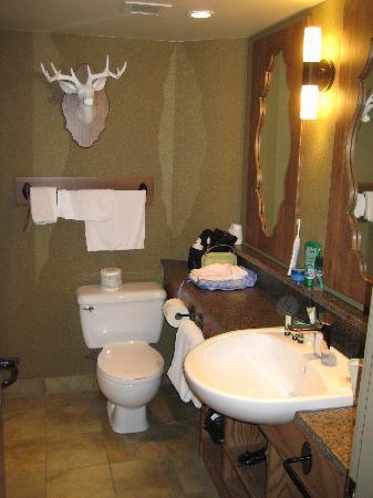 โรงแรมบาน์ฟ คาริบู ลอด์จแอนสปา: Banff Caribou Lodge Standard Room Bathroom