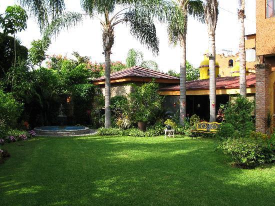 La Mansion del Sol: Garden area