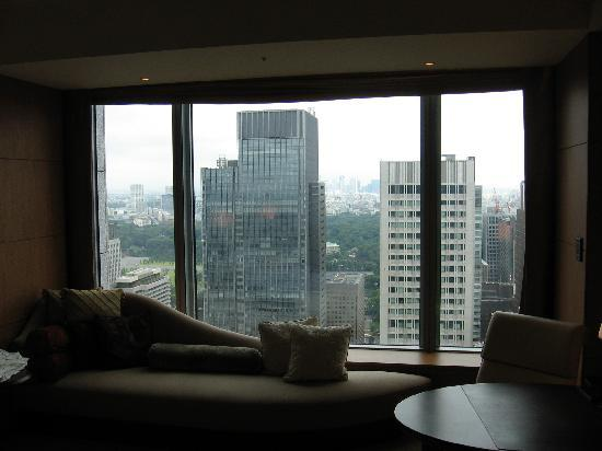 Shangri-La Hotel, Tokyo: view from the room [the decor does look better in real life]