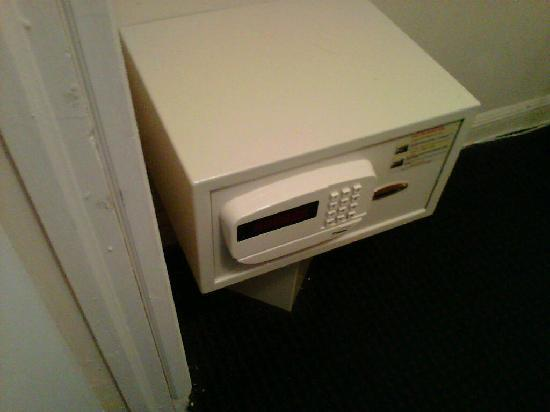 Bayview Inn & Suites Atlantic City: A small safe to keep the valuables