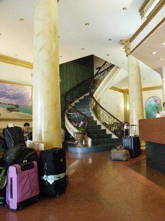 สปริง โฮเต็ล: Hotel Foyer