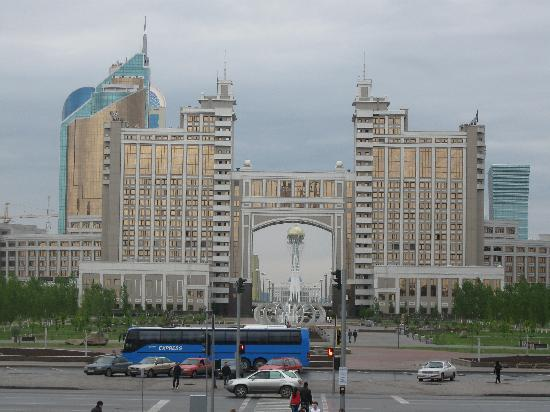 Radisson Hotel Astana: Indoor tent mall view