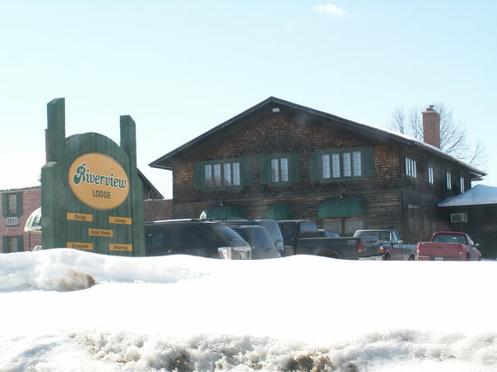 The Riverview Lodge : Riverview Lodge in the Winter