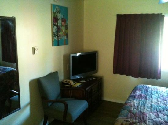 Johnny's Motel: nice renovated room