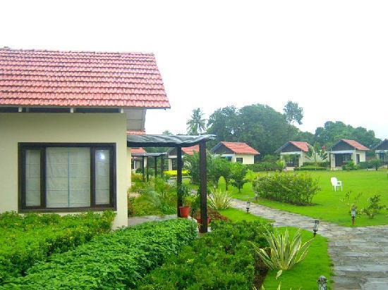 Vanvaso Resort - Lawn View