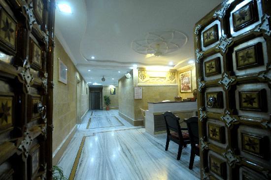 Hotel Bansuri Deluxe : Main Gate