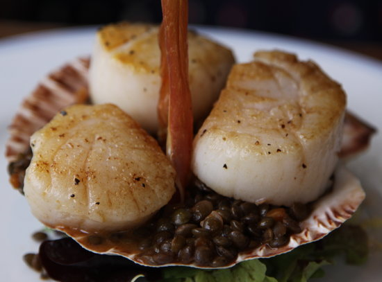 The Bolingbroke: Scallops with lentils