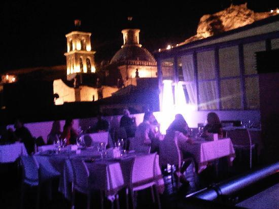 Hospes Amerigo: Dinner on the roof