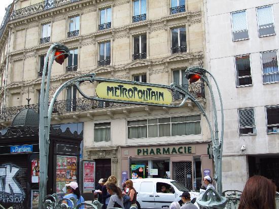 Ibis Styles Paris Cadet Lafayette: Metro 5 min from hotel