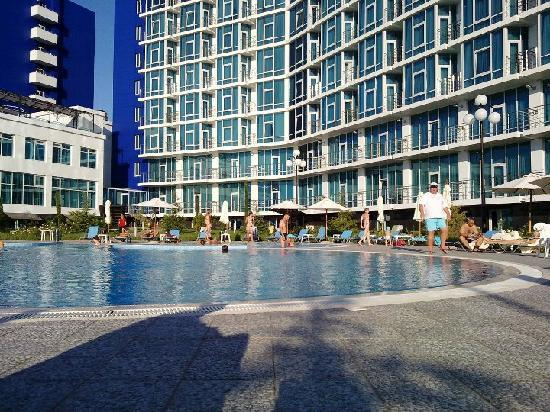 Aquamarine Apartments & Hotel : Poolside photo.