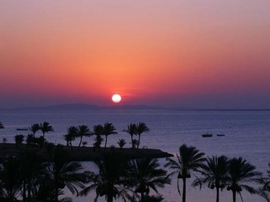 Mövenpick Resort Hurghada: sunrise from the 5th floor