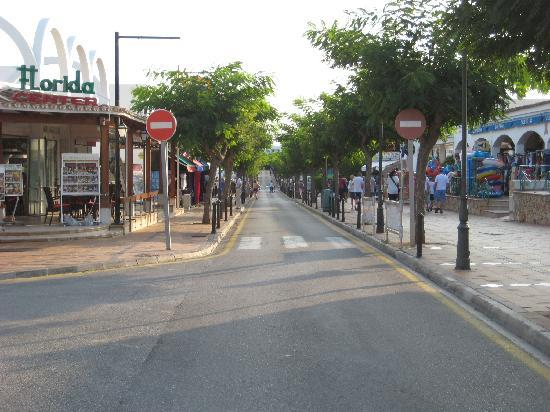 Inturotel Cala Azul Park: Main Streat