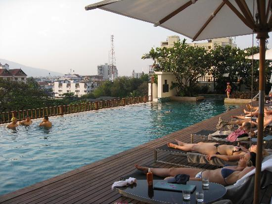 Le Meridien Chiang Mai: rooftop pool
