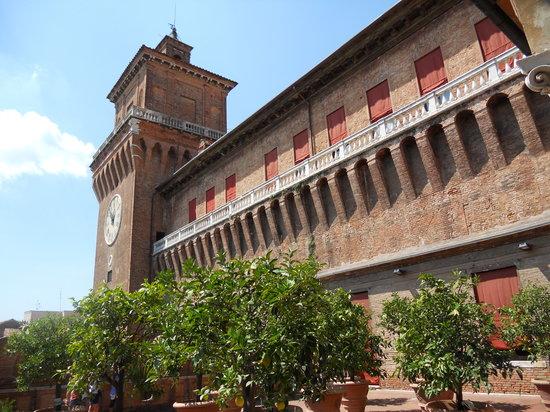 Castello Estense: castello2
