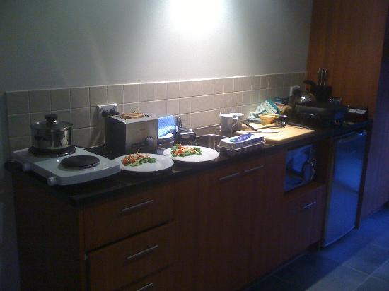 Wanaka Luxury Apartments: Kitchen in the 1 bedroom apartment