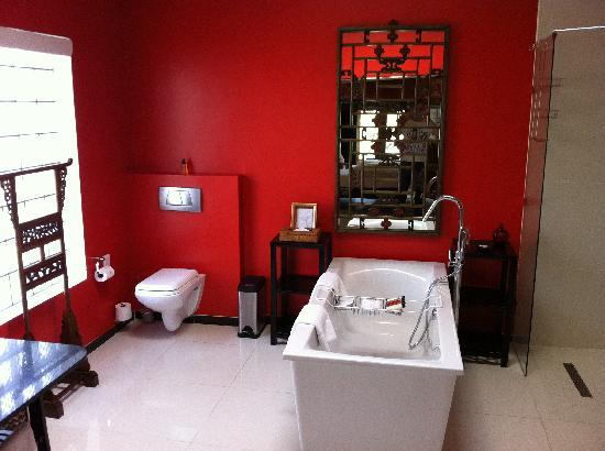 Fairlawns Boutique Hotel & Spa : Our bathroom. Bath & Shower, though the bath happily fits two people!