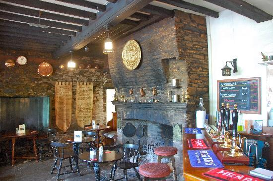 Skirrid Mountain Inn: The bar at the Skirrid Inn.