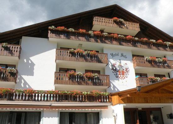 Bellamonte, إيطاليا: L'Hotel visto dall'ingresso