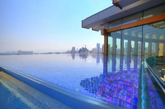 Le Gray Beirut: Swimming on the edge