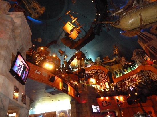 Planet Hollywood: Interesting decor