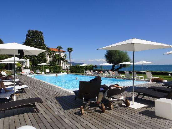 Bella Riva Hotel: pool and garden