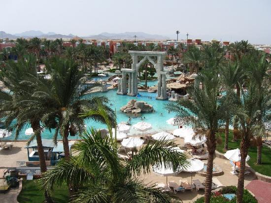 lti Tropicana Grand Azure: palm tree, flowers, pool bar, beer....all inclusive