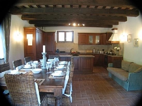 Casa Santancini: Luxury kitchen & dining area