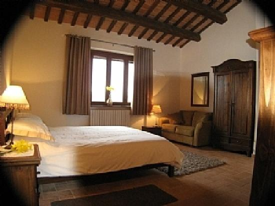Casa Santancini: Large main bedroom with en-suite