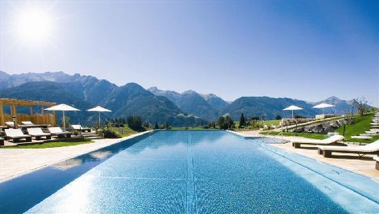 Wellness-Residenz Schalber : 20 m Panorama-Sporschwimmbecken