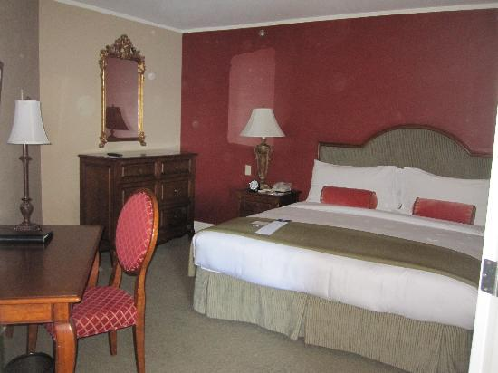 Woodmark Hotel & Still Spa: King bedroom in the suite