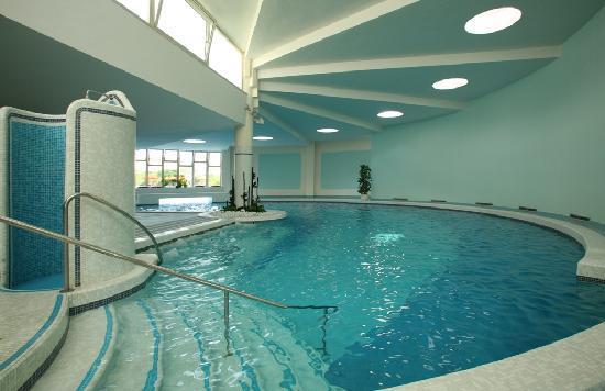 Indoor pool piscina interna foto di hotel savoia - Piscina interna casa ...