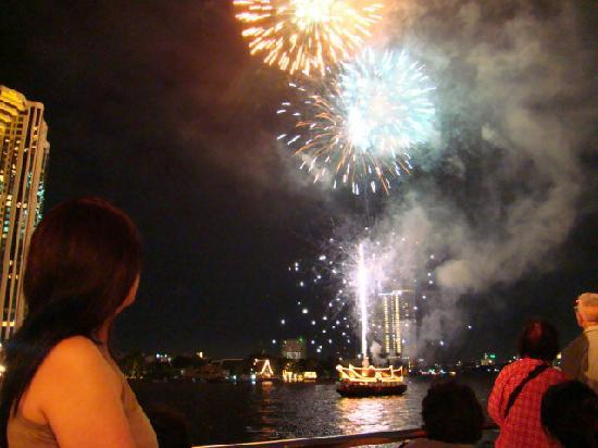 Sailing in Thailand Day Trip: fireworks after boat ride