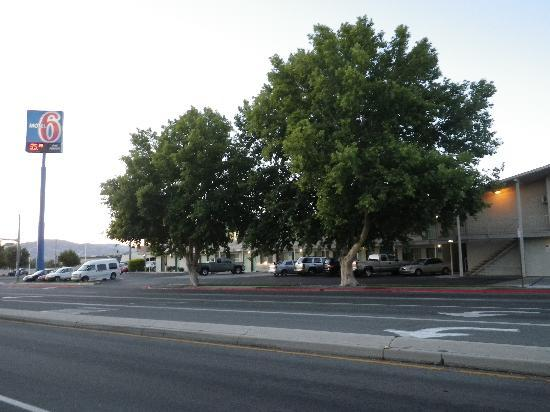 Motel 6 Reno - Virginia Plumb: Its light is really kept on!