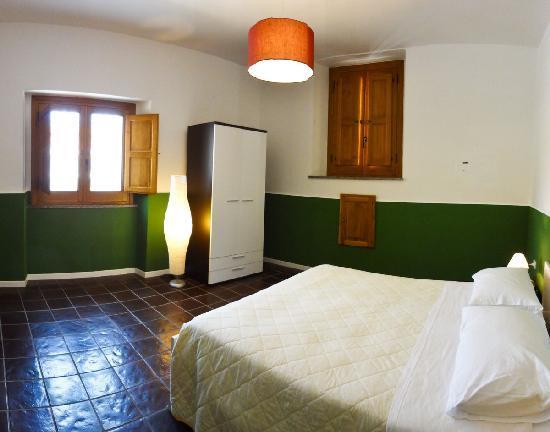 Stanza da letto-2- armadio - Foto di Residenza 28, Pizzo - TripAdvisor