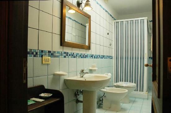 Santa Lucia 50 B&B: Una sala bagno