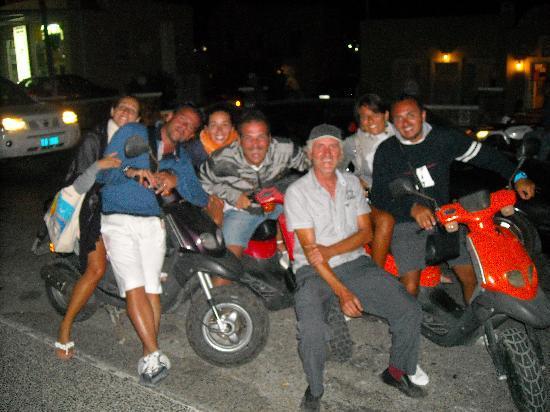 Rent a Bike: foto di gruppo col proprietario al centro