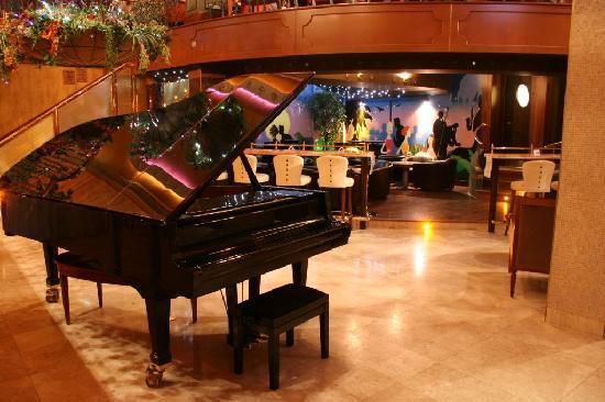 piano bar in lawlors picture of lawlors hotel naas tripadvisor. Black Bedroom Furniture Sets. Home Design Ideas