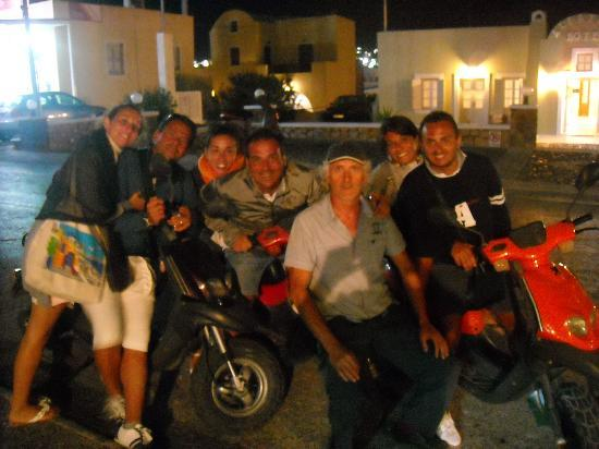 Rent a Bike: 2foto di gruppo con propr.al centro