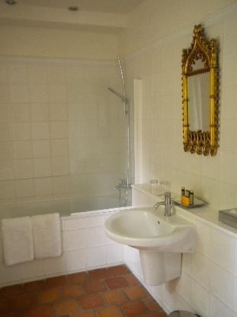 Chateau Le Mas de Montet: salle de bain ch 104