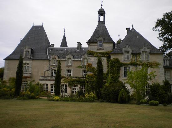 Chateau Le Mas de Montet: vue d'ensemble avant du chateau