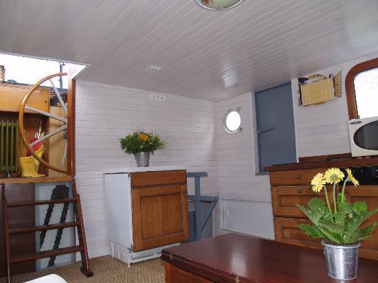 Peniche Lille Flottante-B&B Boat : Le logement du Marinier avec Bain à Bulles