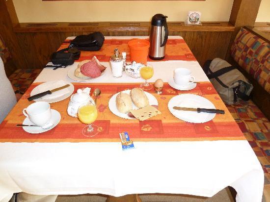 Hotel der Hobelspan: Starting the breakfast