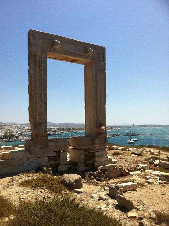 Nakşa Adası, Yunanistan: De Portara van Naxos