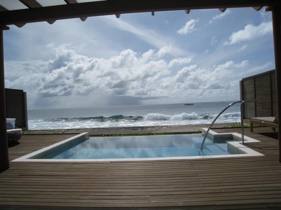 Sheraton Maldives Full Moon Resort & Spa : ocean's villa pool and view