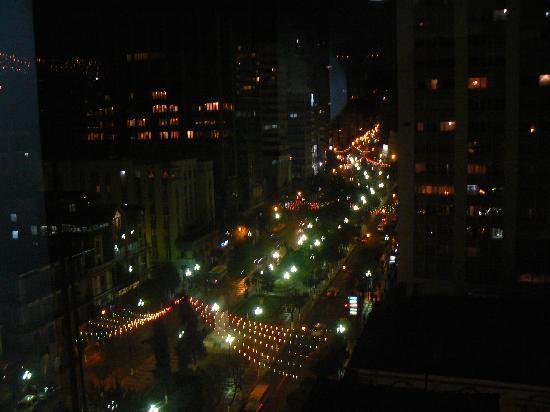 Restaurante hotel Plaza: vue du restaurant de nuit