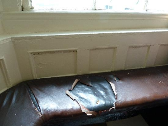 Finnegan's Hostel: Broken seat. Not exception.