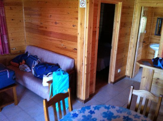 Devesa Gardens Camping & Bungalows: cocina - estar