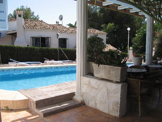 Hostal La Paloma II: piscina